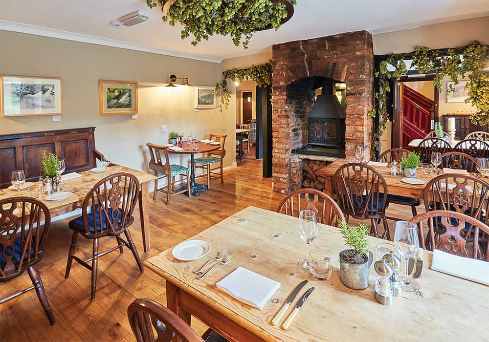 Romantic Date Ideas In Herefordshire Riverside Inn Aymestry