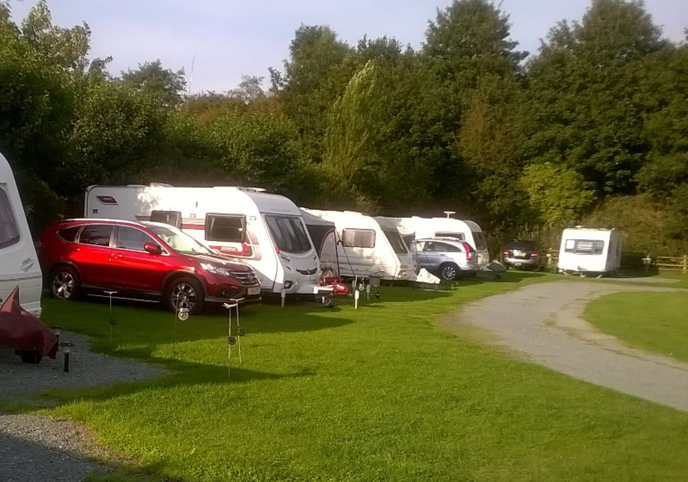 Canal Side Caravan And Campsite